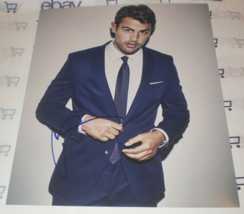 THEO JAMES SIGNED SEXY STUD IN SUIT 8X10 PHOTO AUTOGRAPH COA ALLEGIANT INSURGENT