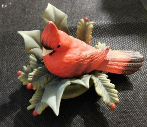 PORCELAIN CARDINAL ON BRANCHES AND BERRIES FIGURINE!   e124XSS12