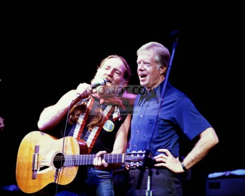 PRESIDENT JIMMY CARTER ON STAGE WITH WILLIE NELSON IN 1980 - 8X10 PHOTO (DD-009)