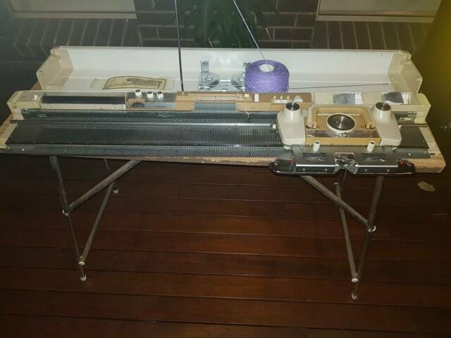 Singer Knitting Machine with Patterns and bags of wool ...
