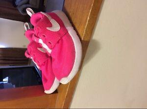 Girls Nike shoes size 9 Windsor Region Ontario image 1