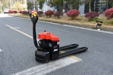 FORKLIFT PALLET MOVER 1500KG BRAND NEW ELECTRIC LIFT AND DRIVE