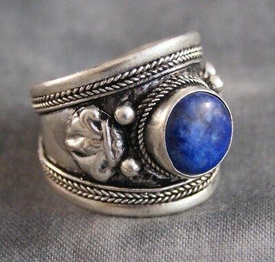 Aufwendig verzierter Ring mit Lapislazuli ~ Nepal (675)