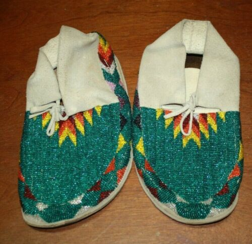 VINTAGE NATIVE AMERICAN BEADED BUTTERFLY MOCCASINS AND LEGGINGS SET TEAL