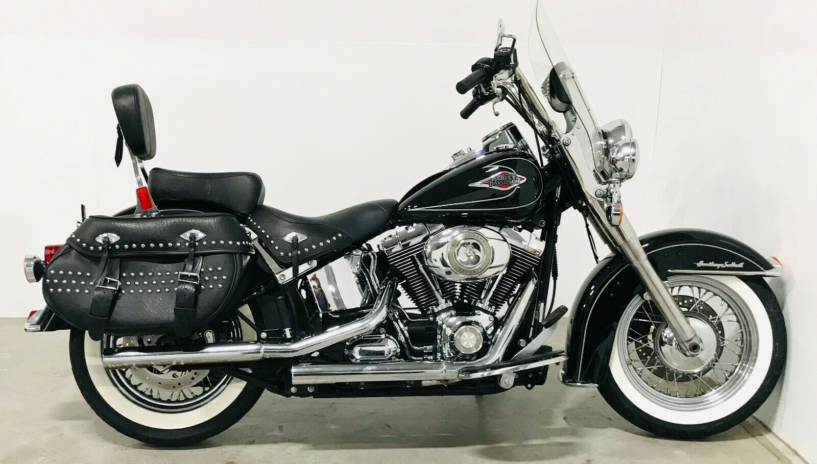 2009 Harley Davidson Heritage Softail FLSTC Classic Vivid Black Whitewalls 6-spd