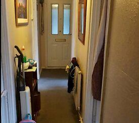 2 bed maisonette ground floor to swap