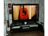 42 inch Philips TV LCD HD Ready 42PFL5522D/05 plus Pioneer Freeview and Remote