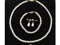 Simulated pearl Neacklace, bracelet and earring sets x 5 - New