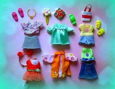 ��Lot of Barbie Kelly doll clothes, accessories plus shoes��