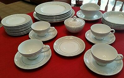 """""""IMPERIAL CHINA"""" """"W DALTON"""" """"WHITNEY"""" LOT of 30 PIECES 3 SERVING PCS. EXC COND."""