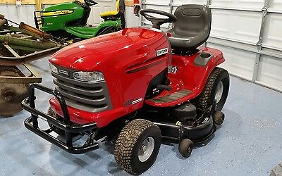 CRAFTSMAN DLT2000 RIDING MOWER WITH ONLY 98 ORIGINAL HOURS. NEAR PERFECT SHAPE.
