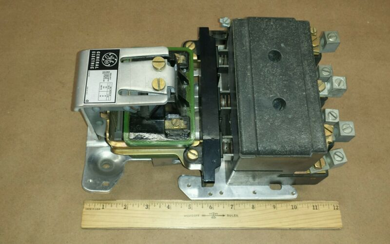 General Electric CR2810E11AB1S2 Relay 3 Phase 90A 600VAC Nema Size 3 Contactor