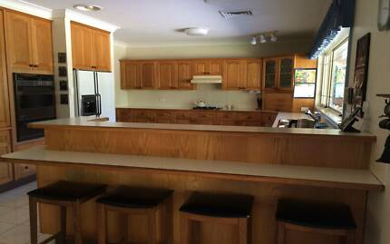 Solid American Oak Country Style Kitchen Kurrajong Hawkesbury Area Preview