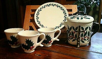1970 Christmas White/Holly Ceramic Teapot, 3 Cups and Plate-RETRO COOL