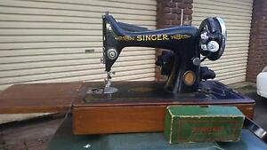 SINGER ELECTRIC SEWING MACHINE Lennox Head Ballina Area Preview