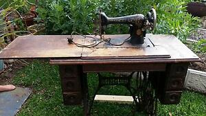 Singer sewing machine - antique Floreat Cambridge Area Preview