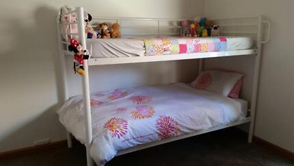 Bunk bed – White metal frame