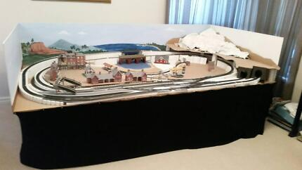 HO Model Trainset with Lots of Accessories - Ideal DIY