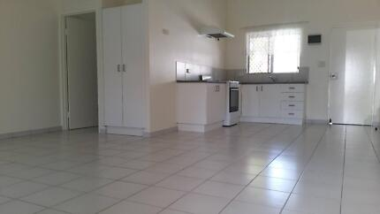 2 bedroom well kept air conditioned unit close to shops
