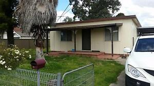 5 BEDROOM HOUSE FOR RENT IN ST MARYS (Oxley Park) Walk to Station Oxley Park Penrith Area Preview