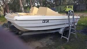 4.7m Trihull boat, Merc 50hp runs great. Good boat for the bay Greensborough Banyule Area Preview