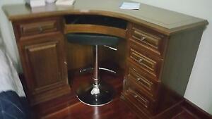 Corner computer desk/ workstation Floreat Cambridge Area Preview