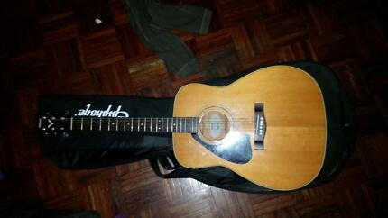 Yamaha LEFT-HANDED Acoustic Guitar