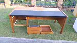 Free desk giveaway Sunnybank Brisbane South West Preview