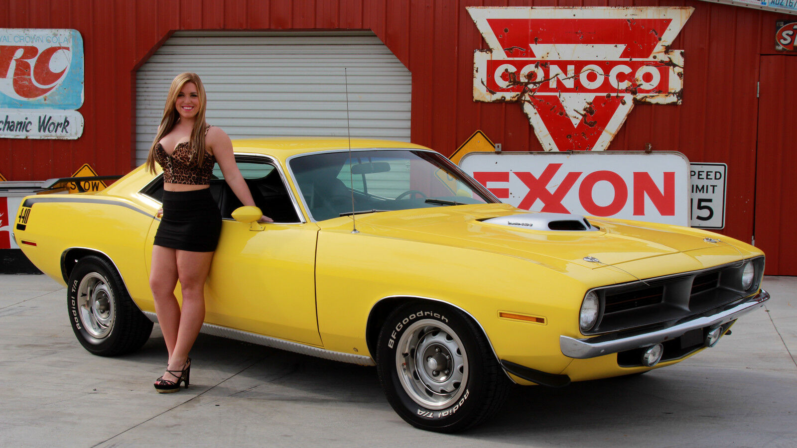 **NWS** Post Pics Of Hot Girls And Challengers!! - Page 137 - Dodge Challenger Forum: Challenger ...
