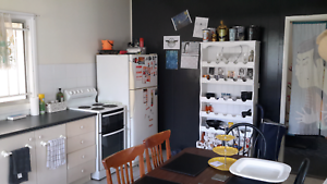$130 p/week fully furnished room in Sunnybank