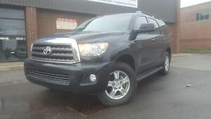 2011 Toyota Sequoia SR5  LEATHER / 8 PASSENGERS /4WD !!!