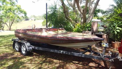 Hallet Executive 350 Chev in-board Ski Boat