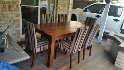 Dining room table and 6 seats