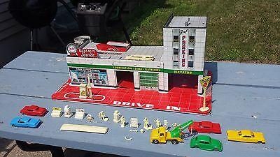 1950S 60S Tin Toy Marx Hi Test Service  Gas Station W  Cars Figurines   Extras