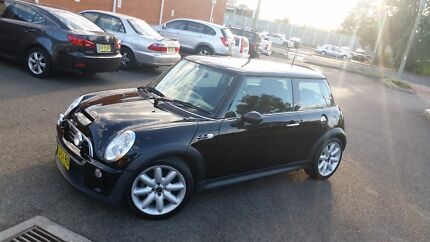 2005 MINI COOPER CHILLI S 10 MONTHS REGO MANUAL LEATHER LOG BOOKS Campbelltown Campbelltown Area Preview