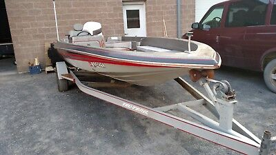 1987 Cajun Maverick bass boat.