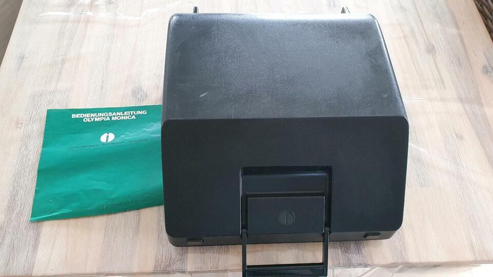 Olympia Monica Schreibmaschine grün im Koffer in Ofterdingen