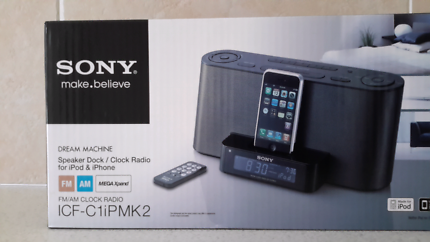 Ipod iphone dock with radio