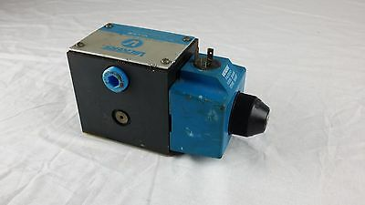 Vickers Solenoid Operated Directional Valve 120vac 20 Gpm 3000 Psi Dg4s4 Used