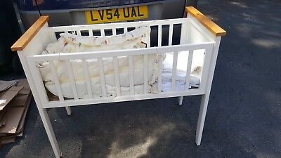 VINTAGE RETRO ? SMALL BABY CRIB / COT WHITE IDEAL FOR DOLL DISPLAY