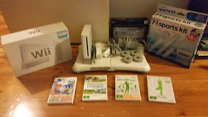 Nintendo Wii Console with 4 games and Assessories Kidman Park Charles Sturt Area Preview