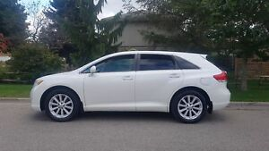 2010 Toyota Venza ONE OWNER ,Accident FREE LEATHER SUNROOF REV C