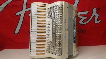 Piano accordion daquila 120 bass made in italy Madreperla