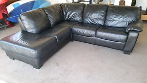 Beautiful Black Leather Lounge Chinderah Tweed Heads Area Preview