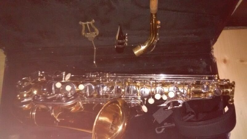 Brass First Act alto saxophone pearl keys E flat & Hard Case
