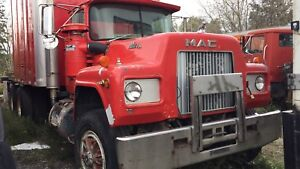 1981 Mack rb cab and chassis