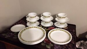 25 piece Vintage Corelle and Pyrex Spice o' life dishes