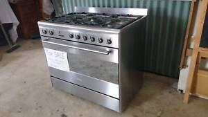 Smeg 90cm freestanding gas/electric stove