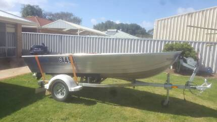2015 3.70  SEACRAFT BREEZE BOAT AND TRAILER