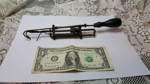 Vintage Griffin Rug Making Machine Tool